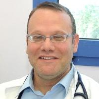 """ד""""ר פז, מנהל המחלקה הראומטולוגית במרכז הרפואי לגליל"""